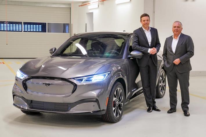 Ministerpräsident Hans besucht die Ford-Werke in Köln